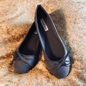Kelly and Katie gray women's flats size 8